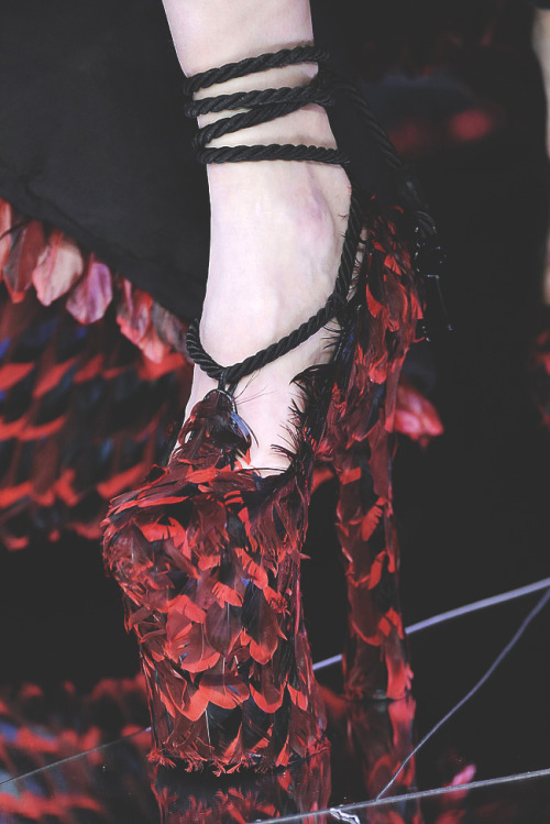 fuckyeahalternativefashion:  alexander mcqueen f/w 2009, 'the horn of plenty'