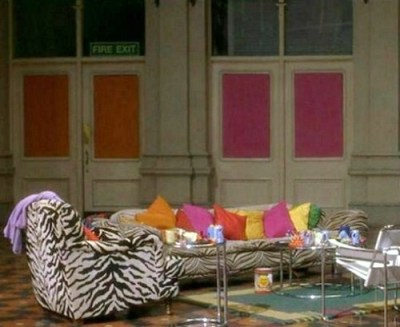 leahleahleahs:  The Spice Girls' apartment in Spice World = goals.