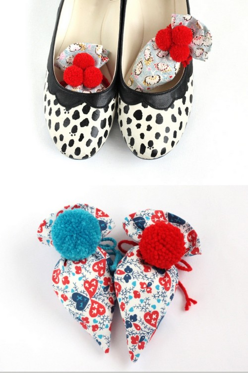 DIY Goodbye Stinky Shoes Sachet Tutorial from Small Good Things here. This can be used in drawers, shoes etc… Emi also lists a link to a tutorial she made for a sachet for really stinky shoes that I posted last winter here. One holiday season I gave shoe bags (yes they sound boring but make great practical gifts that can be made with fun fabrics and used for jewelry, etc…) and these would be a good addition.