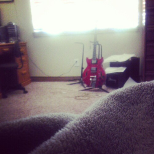 #lazy #morning can't wait till I get that guitar fixed up… One pickup away! (Taken with Instagram)
