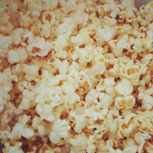 jaiefoto:  #coconut #kettlecorn #popcorn is pretty good ,best store bought kettle corn I've had. (Taken with Instagram)  Craving