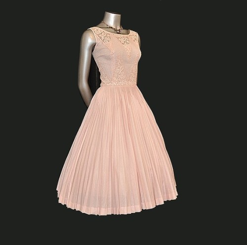 suitmyfancy:  1950s dress from Planetclairevintage
