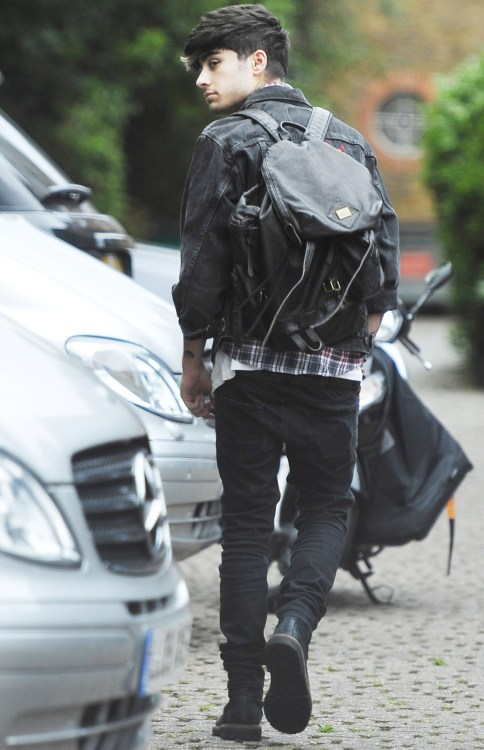 Zayn outside the studio!