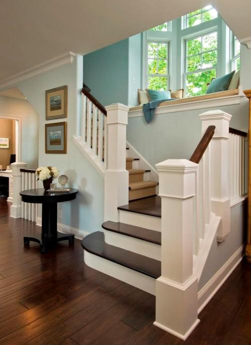 NAHB's Home of the Day likes the light blue walls in this stairway, as well as all that natural light coming in from the bay window! Classy! What else is classy? Winning a BALA. Why not apply now: http://www.nahb.org/award_details.aspx?awardID=1627&utm_source=tumblr&utm_medium=social&utm_content=2BALA&utm_campaign=HOTD