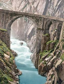 indypendenthistory:  Devils Bridge, Andermatt, Switzerland. This color photochrome print was created between 1890 and 1900 in Andermatt, Switzerland. The photograph illustrates Devils Bridge, Andermatt, Switzerland.  (via Devils Bridge, Andermatt, Switzerland)