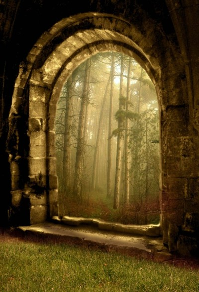 An arched gateway to the Wolfswood in Winterfell.