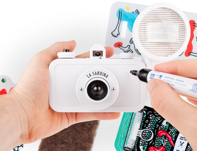 Lomography LA is having a special event of camera customization for it's new La Sardinia DIY edition camera. Throughout the night guest artists & illustrators will be adding some color to theses cameras specially customized for you. Artists on hand will be Andrea Lahue, Gregory Siff, Kerry Hart and MAR. Lomo will be hosting a workshop on customizing your camera, sampling Montana microbrew, and sharing stories and tales of DIY success. Come into the shop, call or email them at shopla@lomography.com to RSVP. Also visitLomography.com for more details about this event.