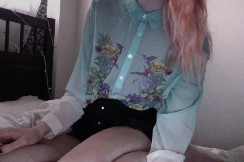 sugarsn0w:  ♡ Pale, Pretty, and Pastel! I follow back similar! ♡