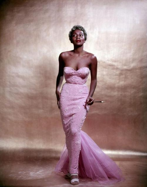 lascasartoris:  Joyce Bryant in one of her famous Zelda Wynn gowns, NYC 1954. Photo by Philippe Halsman
