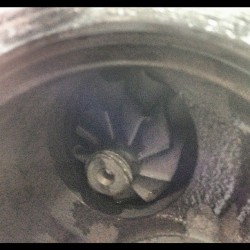I think I found the problem… #chevy #cruze #turbo #turbine #LUJ #destroyed #lackofoilcausesthis (Taken with Instagram)