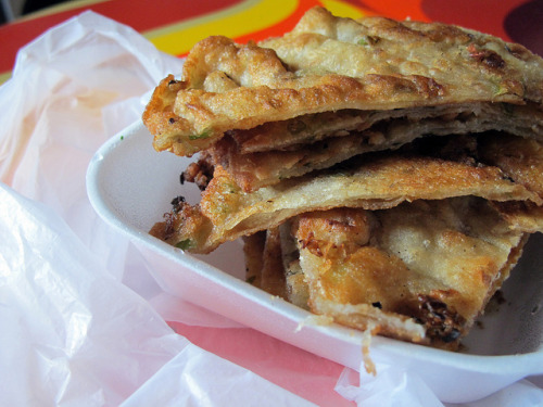 taiwanesefood:  Scallion Pancakes by wEnDaLicious on Flickr.