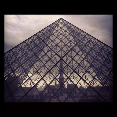 soupsoup:  Taken with Instagram at Pyramide du Louvre