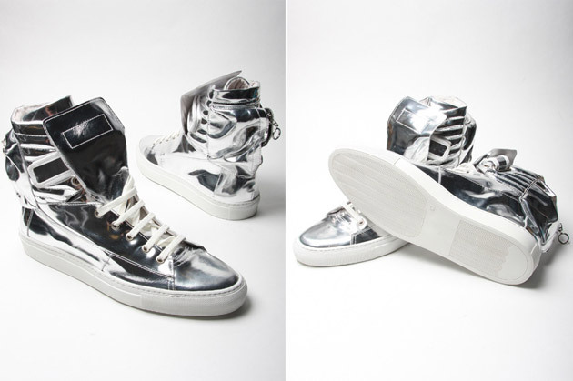 So I just bought a pair of these RAF SIMONS silver astronaut boot sneakers in my size, only to find that the silver was chipping off the tongue… :( Now I gotta go and return these… :(