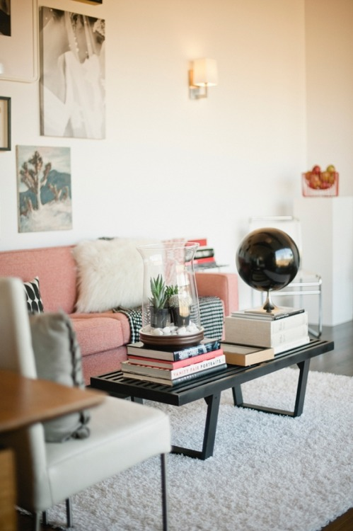 the-design-nerd:  Lovin' the pink couch!