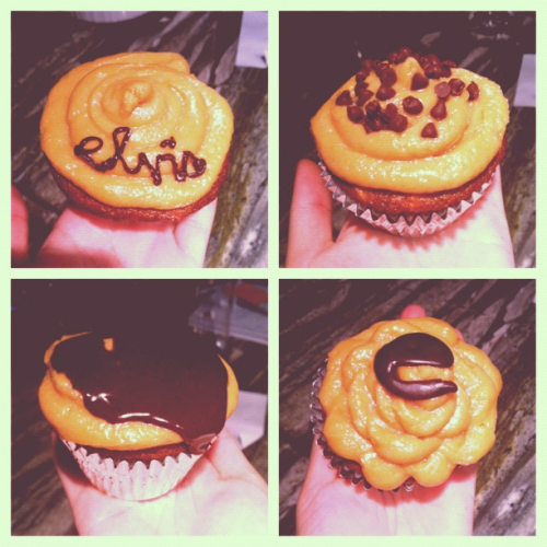 Celebrating this Elvis' 35th death anniversary with some Elvis cupcakes!