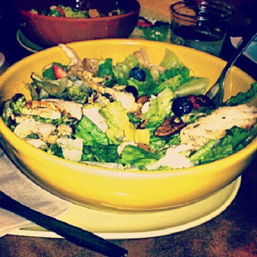 panera for dinner with my mama !#dinner #chickenpoppyseedsalad #delicious #bestsaladievertried #livehealthy #summertime (Taken with Instagram at Panera Bread)