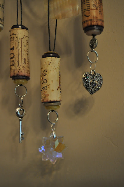 Happy wine o'clock! This week's wine-related repurposing find: Corks made into ornaments. For how-to / tutorial, see Lavender Clouds blog. For earlier posts in Unconsumption's wine o'clock series, look here.