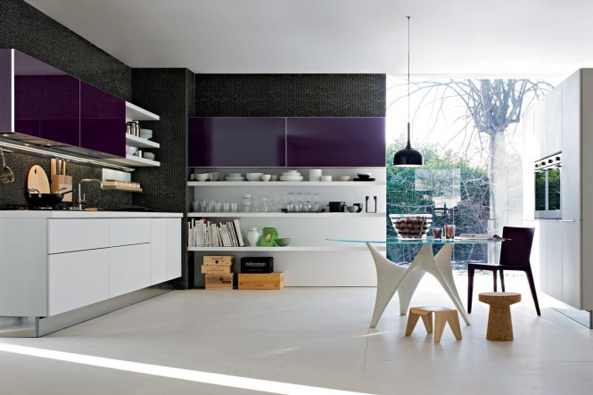 cyberhoarder:  homedesigning:  Kitchen Designs with Personality  Love this kitchen… the touch of purple is awesome.  Wow, que hermosa cocina !!!