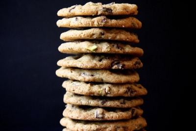 Dark chocolate and pistachio cookies