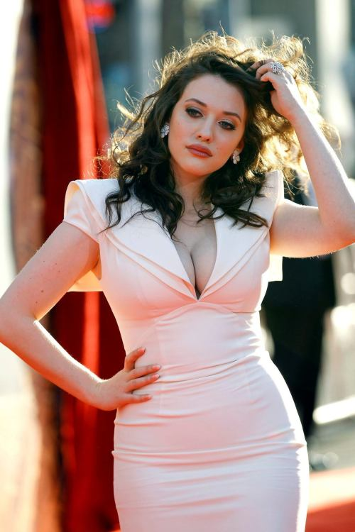 I. Have. THE. Biggest. Lesbian. Crush. Kate Dennings I want your body - NOT in that way, I mean, if I looked like her my life would be complete. 2 Broke Girls is my new favourite show, its dirty, sharp and fun - and we share the same mocking attitude towards hipsters.