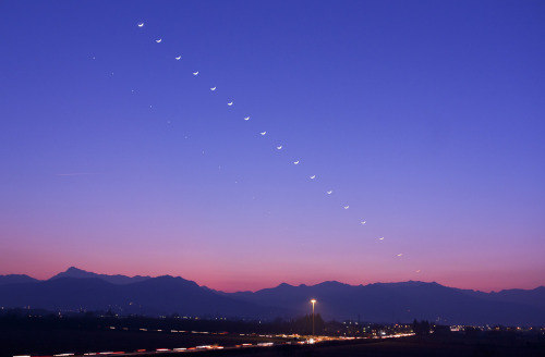 Moon-venus conjunction over Western Alps by:Paolo Demaria, Ass.Astrofili Bisalta, Italy (Zema88), Confreria, Cuneo, Italy, January 26 2012