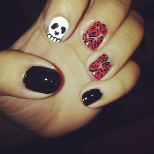 Random idea for my BFF, she loves skulls and day of the dead things!(: