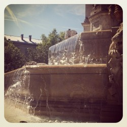very tempted to jump in #Paris #Hot #Hot #Hot (Taken with Instagram at Place Saint-Sulpice)