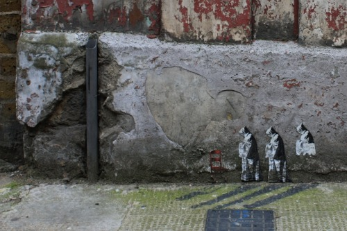 (via Pablo Delgado's miniature street art and street scenes in London)