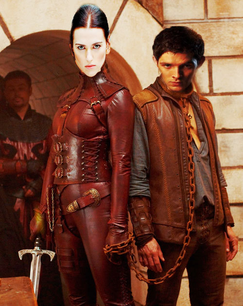 Mord Sith Morgana and her pet Merlin with a guard.