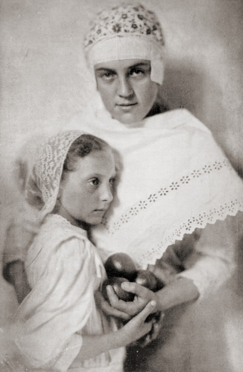 Hungarian mother and child, c1910 by Jozsef Pesci