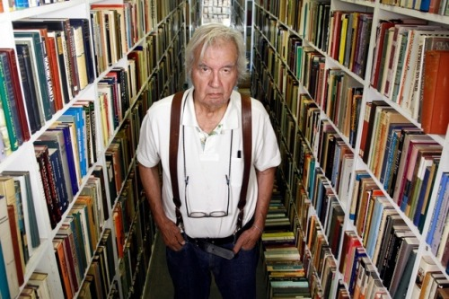 nybooks:  Larry McMurtry, The Last Book Sale In a summer when the shoreline temperature in the Little Arkansas River reached 98 degrees—bad news for catfish—should I really have attempted to bring a bunch of citified northerners into the heart of the heat, which peaked locally at 116? Well, yes. It's just weather, as my popular hero Captain Woodrow Call often said if he heard a complaint. So I threw a book sale. Photo: David Woo/Dallas Morning News/Corbis  Poor Larry, he looks so sad selling off his lifelong collection of books.