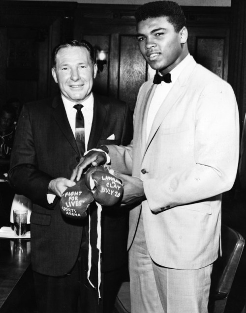 "Unbeaten young heavyweight contender Cassius Clay, showed up at City Hall to invite Mayor Sam Yorty to his bout with Argentina's Alejandro Lavorante at the Sports Area. Clay and Lavorante head the 20th annual City of Hope ""Fight for Lives"" boxing card.  July 25, 1962.  Herald Examiner Collection, Los Angeles Public Library"