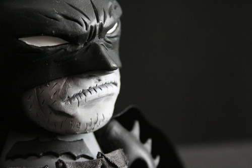 albotas:  Phenomenal Custom Batman Munny By Avatar666 Mexican custom toy artist Emmanuel Pérez del Río a.k.a. Avatar666 went for the noir-ish vibe of the Batman Black and White series and effing KILLED it. From the great sculpting work right down to the cloth utility belt, this is easily the greatest vinyl homage to the Dark Kight we've seen yet.