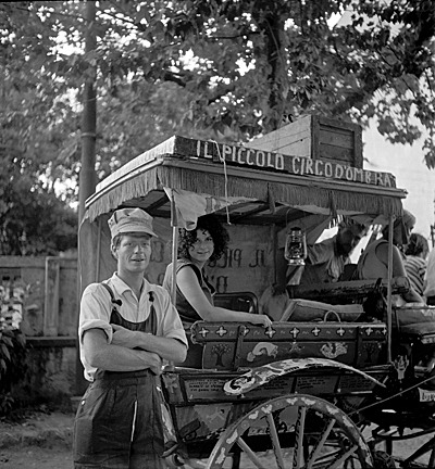 Have puppet wagon, will travel. Red Grooms and Mimi Gross with their puppet wagon, 1961 / unidentified photographer. Paul Suttman papers, Archives of American Art, Smithsonian Institution.