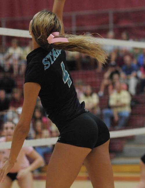 strongangels:  Supreme volleyball behind.