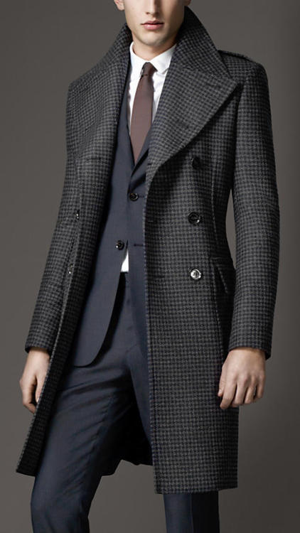 Burberry Virgin Wool Houndstooth Greatcoat.  :0