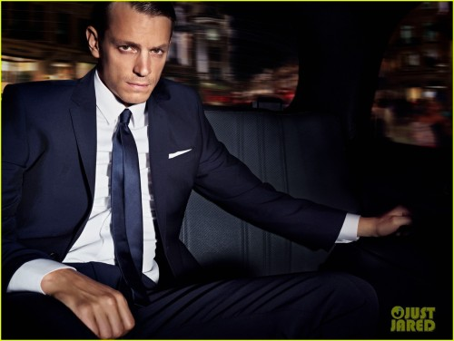 Good God - Joel Kinnaman is handsome. Reason # 257 I hate Olivia Munn