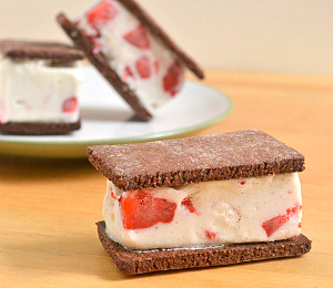 findvegan:  Berry Vanilla Bean Coconut Milk Ice Cream Sandwiches