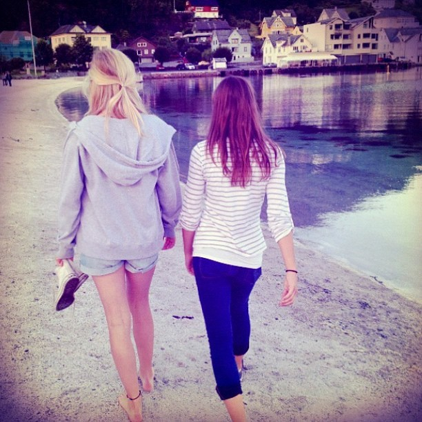 Søøte jente på tur #friends #happy #hugleik #love #loveu #sea #norge #norway #smile #girl #outfit #pretty #p3sommer #photooftheday #nature #fun #hair #æøå #instajørn  (Taken with Instagram at Øystese)