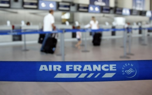 theatlantic:  Air France Asked Passengers for Gas Money  Air France Flight 562 had to make an unexpected stop in Damascus, Syria, and as if unexpectedly landing in a war-torn country isn't alarming enough, the airline then checked if its passengers had enough cash to pay for fuel.  Read more. [Image: Reuters]