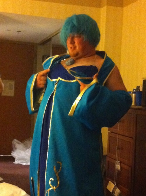 slamuraishaq:  agamingblog:  Gragas, take off Sona's dress…   help me oh my god
