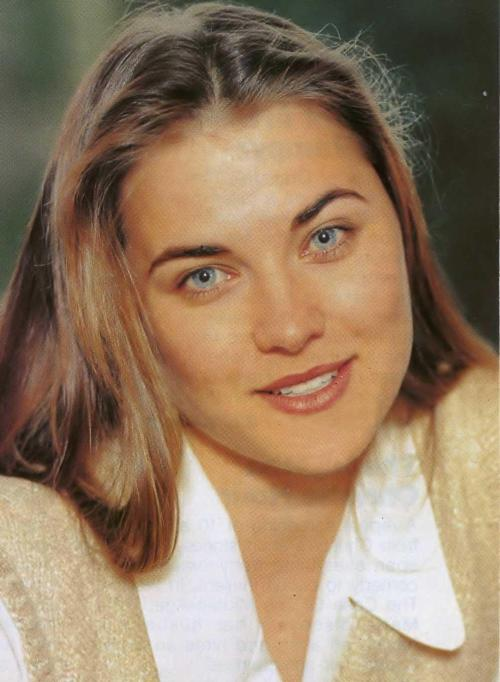amphipoliswarrior:  My goodness she was always so beautiful!  Damn, look at those blue eyes. Look at how young she looked! AWWWW T_T