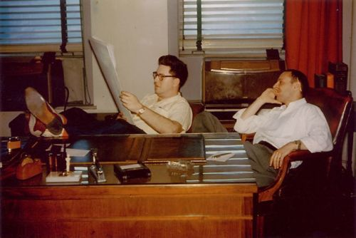 Bill Gaines (l) and Harvey Kurtzman (r) in the EC offices