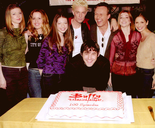 28/50 pictures of BTVS cast