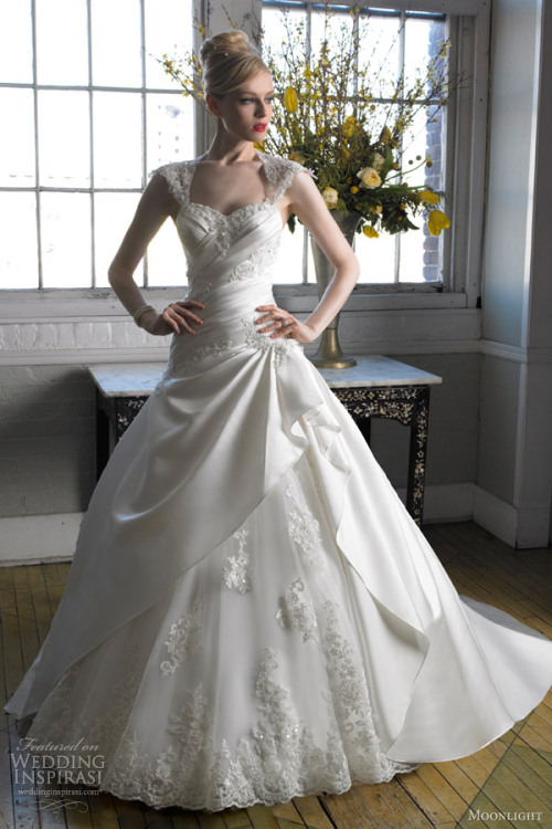 awesomeweddingdresses:  http://www.weddinginspirasi.com/2012/08/16/moonlight-collection-fall-2012-wedding-dresses/  Oooooh. Preeeettyyy.