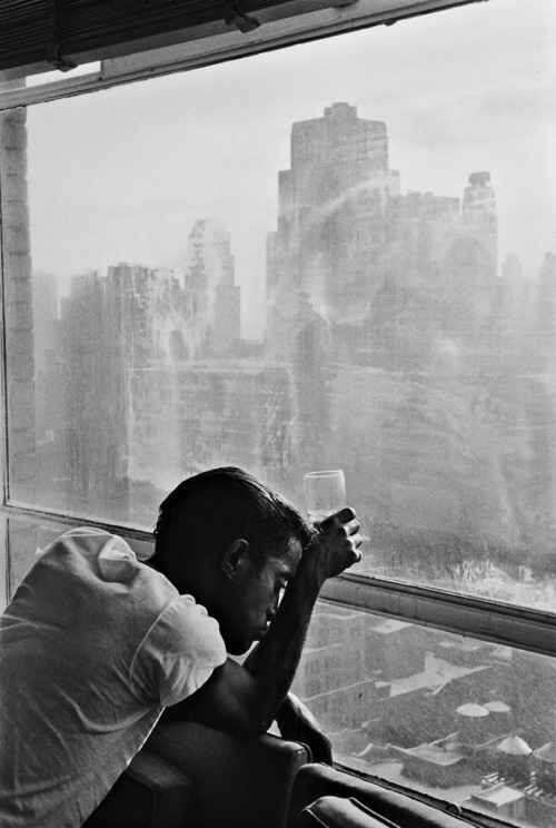 New York, 1959. Sammy Davis Jr. looking out a Manhattan window at dawn. Burt Glinn.