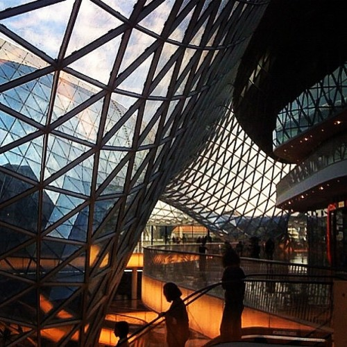 Inside the #MyZeil Shopping Centre by Massimiliano Fuksas #architecture #archdaily #instagood #iphonesia (Taken with Instagram)