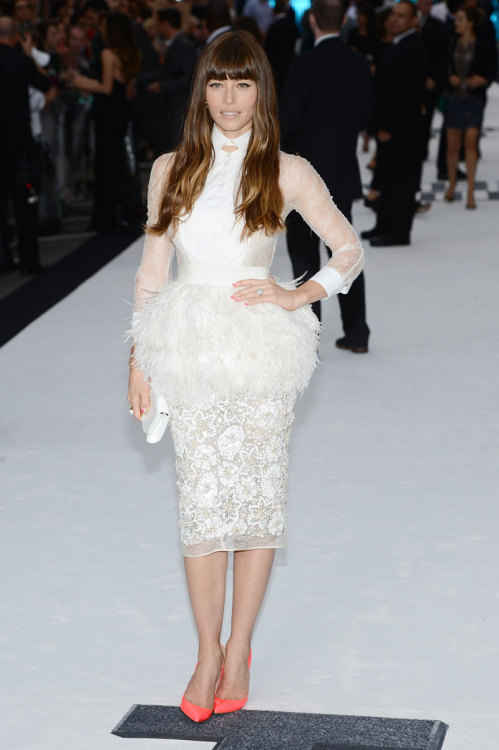 jerroncouture:  harpersbazaar:  Mr. Blasberg's Best Dressed: Jessica Biel in Giambattista Valli Photo credit: Getty Images  Flaws? Wuts dhat?  super cute
