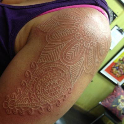jobyc:  I don't usually do white tattoos, but when I do… #freehandtattoo #whitetattoo #henna #tattoo #tattooart (Taken with Instagram at Cat Tattoo)