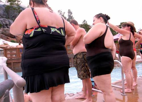 discoverynews:  What Makes a State Fat or Thin?  In Mississippi, the state government added healthy foods to vending machines in state office buildings. Some cities open school gyms to community members on weekends and afternoons, providing safe places to exercise. And yet… For the sixth consecutive year the CDC released a ranking of the most obese states with Mississippi topping the list. Obesity in Alabama, Arkansas, Indiana, Kentucky, Louisiana, Michigan, Missouri, Oklahoma, South Carolina, Texas and West Virginia with Mississippi nearing 35%. Studies have shown both poverty and race to be risk factors in obesity. In fact, the two are so tightly interwoven that it's almost impossible to tease apart poverty and race in research.  weigh in…